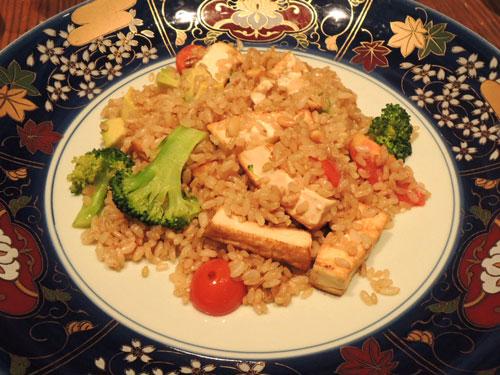 ロイヤルガーデンカフェ、季節野菜と豆腐入り フライドブラウンライス ヴィーガンスタイル