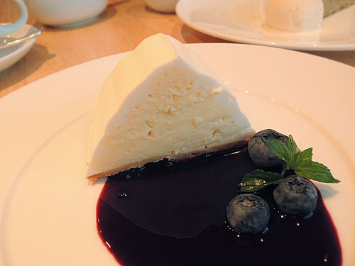ニーノ カフェダイニング、北海道産クリームチーズのケーキ