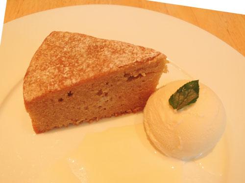 ニーノ カフェダイニング、メープルケーキ
